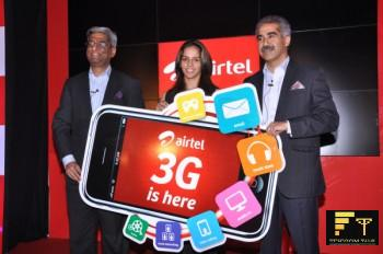 Atul Bindal and Saina Nehwal at the Airtel 3G launch in Hyderabad (AP)