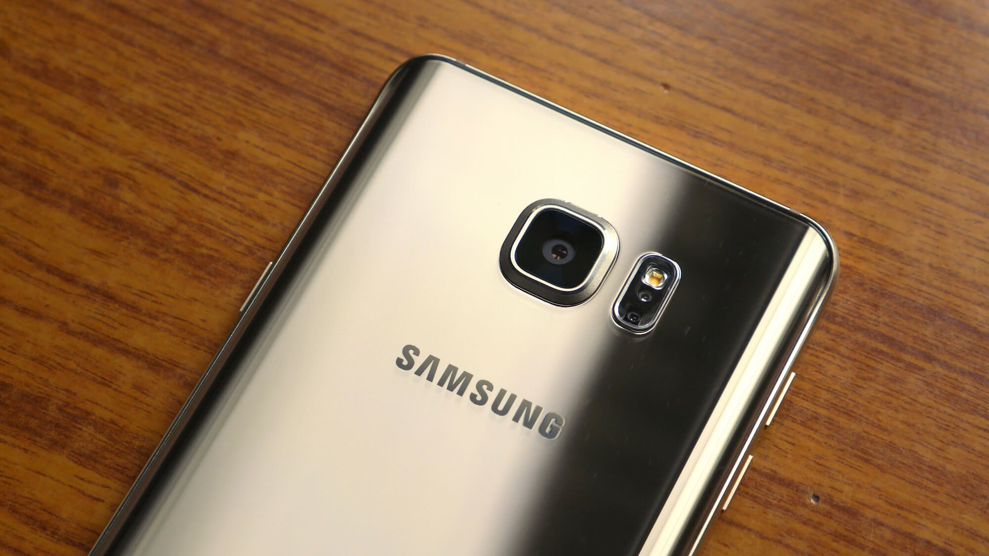 Samsung Galaxy Note 5 Rear-Facign Primary Camera & Heart-Rate Monitor