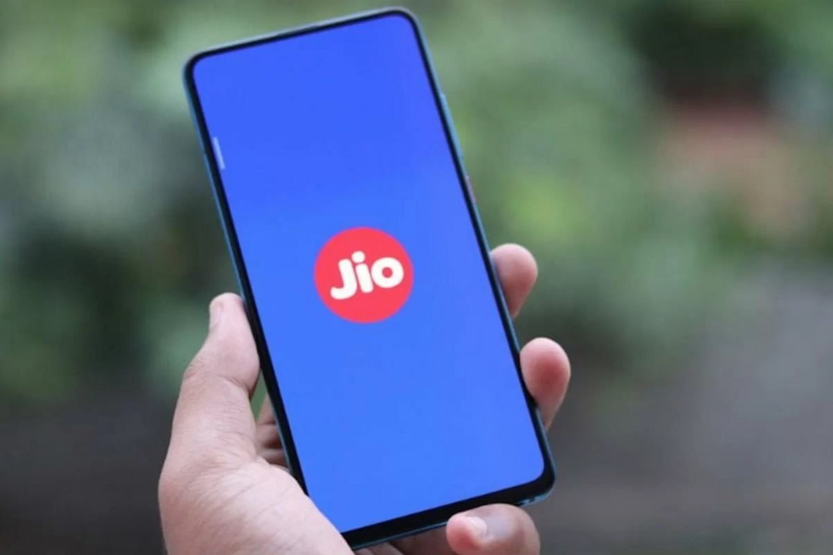 reliance-jio-speeds-dip-october-vodafone-improves